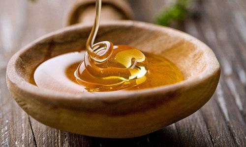 Как правильно применять мед при простуде?