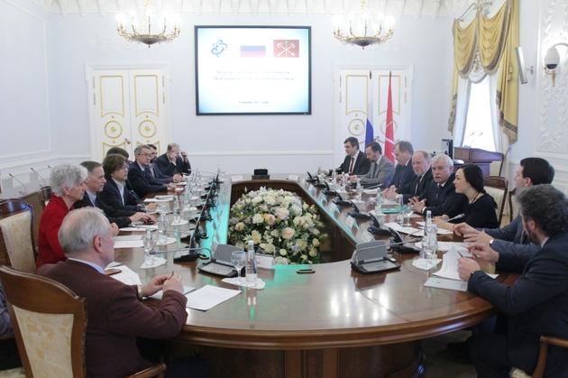 Делегация интернационального объединения ученых-математиков оценивает Санкт-Петербург на возможность принять М