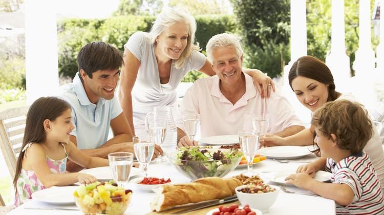 Совместный ужин сблизит всю семью