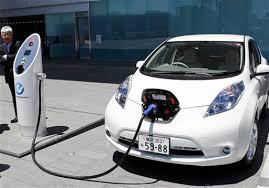 Индийцев хотят пересадить на электромобили
