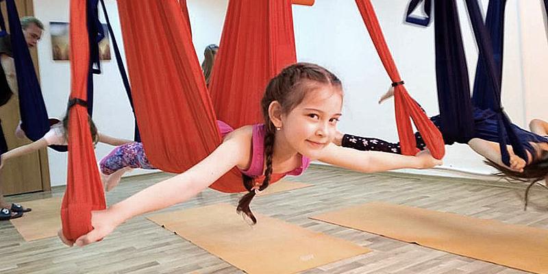 Йога в гамаках для детей