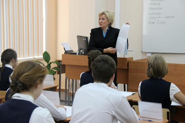 На интернет представительстве министерство по образованию и науке России продолжается обсуждение учебников для школы с педагогами страны