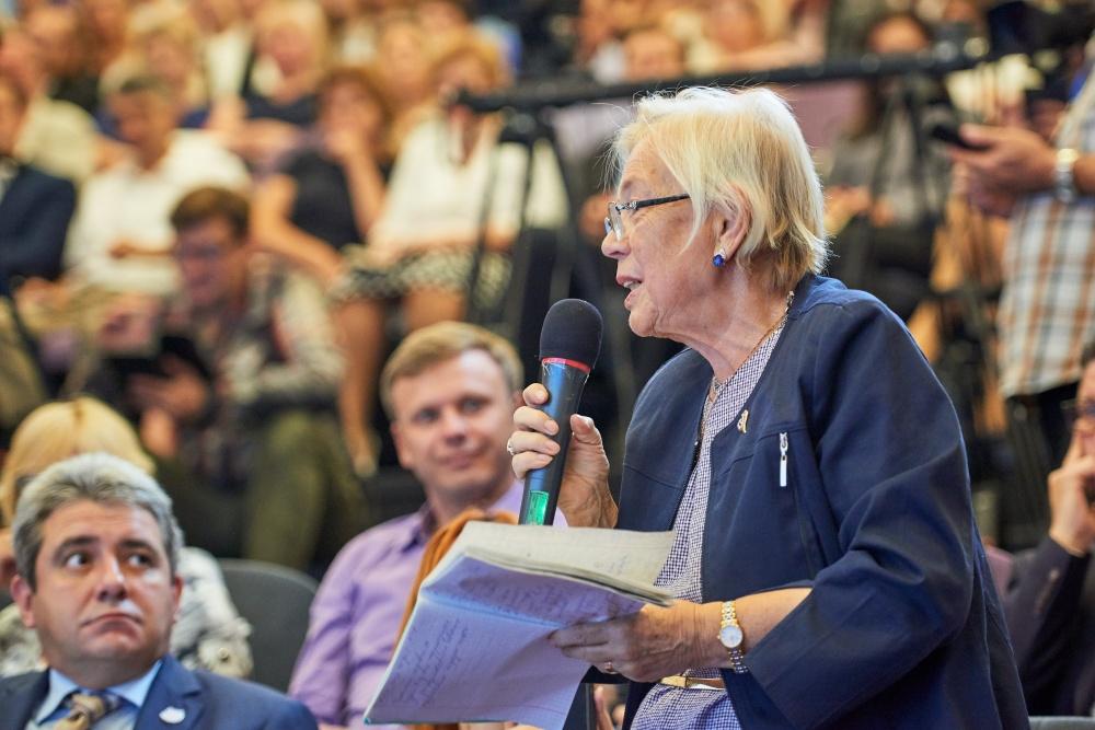 Глава министерства просвещения О. Ю. Васильева ответила на вопросы родителей страны