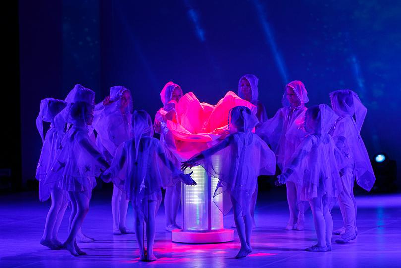 Символ Года театра передан от Северо-Кавказского федерального округа Северо-Западному