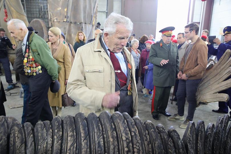 Ветераны увидели процесс создания скульптуры Ржевского мемориала