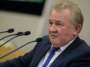 Евгений Москвичев попытался убедить Правительство ускорить работу над программой поддержки индивидуального жил