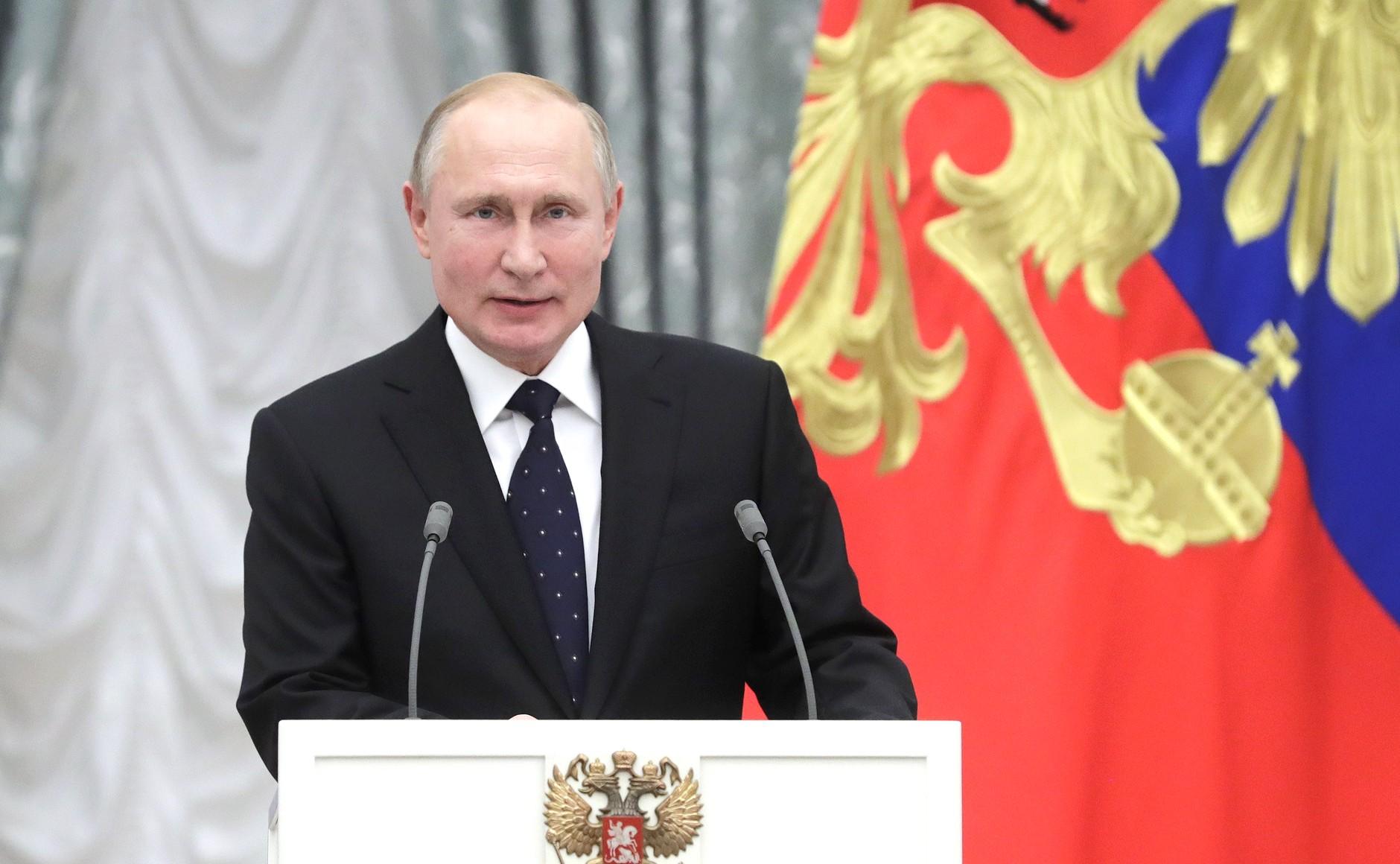 Президент РФ вручил государственные награды деятелям культуры