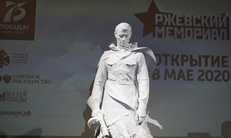 """Владимир Мединский проведал премьеру фильма """" Ржев """""""
