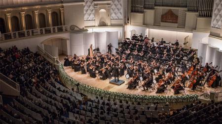 Барри Дуглас и Российский национальный молодежный симфонический оркестр выступят в столице России