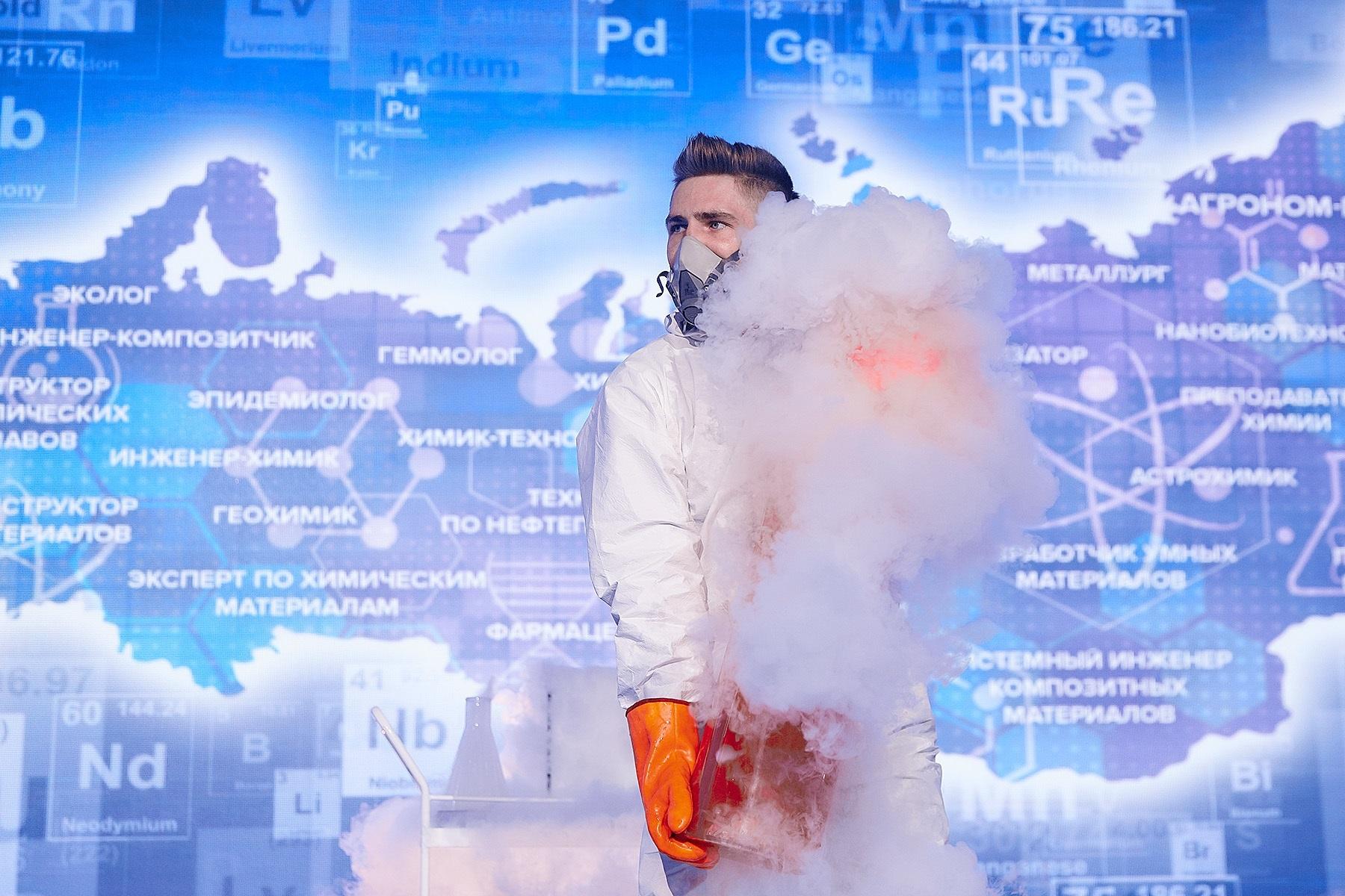Школьники узнали секреты Таблицы Менделеева на Всероссийском открытом уроке по химии