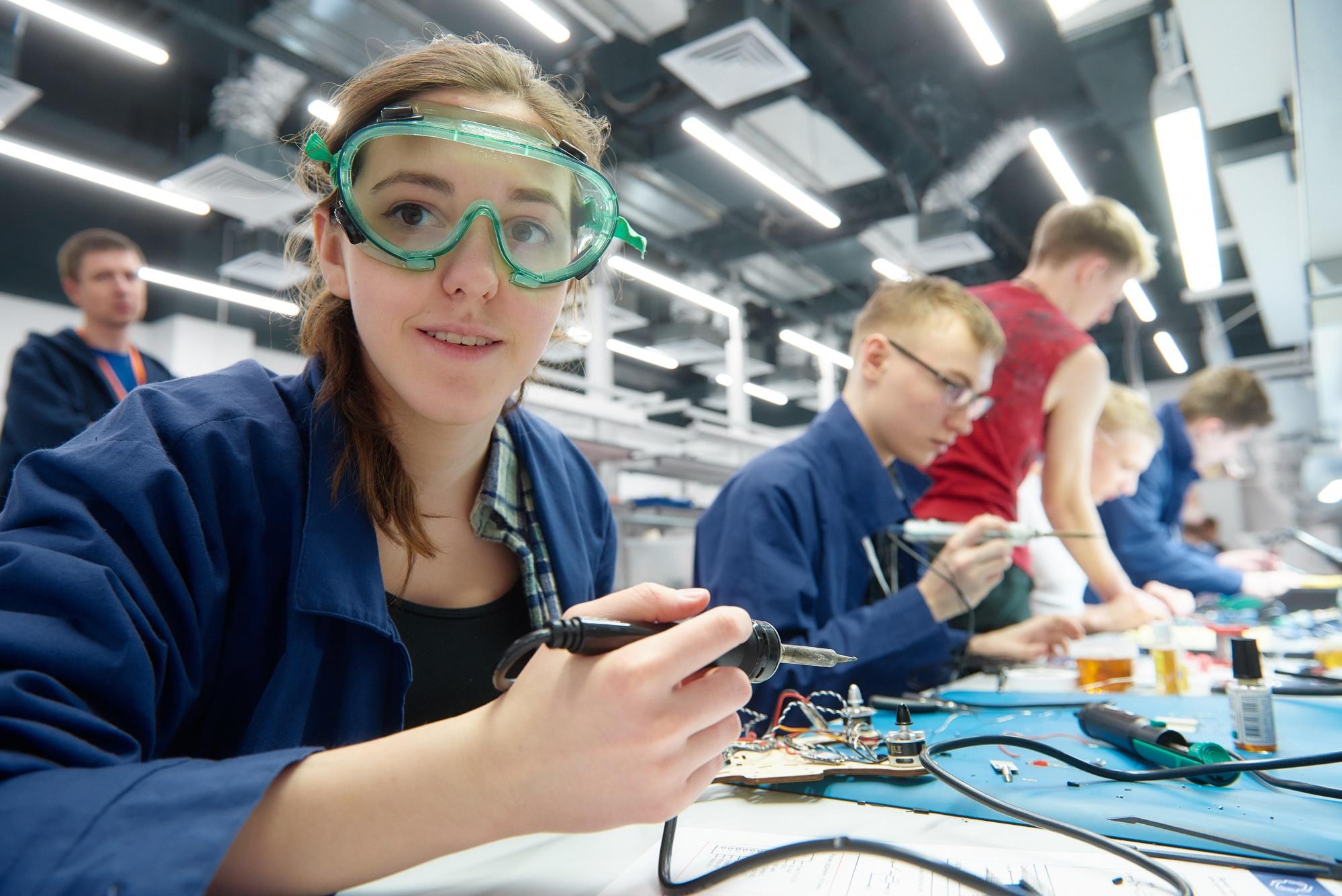 На месте базирования школ и кванториумов школьников будут знакомить с высокотехнологичными системами