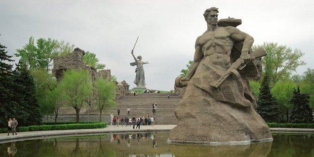 Экспозиция, посвященная памятникам советским воинам на Мамаевом холме и в Трептов-парке, открывается