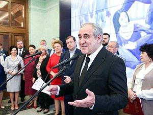 Сергей Неверов открыл Экспозицию детских художественных работ в ГД