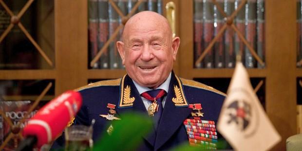 Владимир Мединский засвидетельствовал свое почтение с юбилеем летчика-космонавта Алексея Леонова