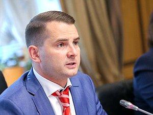 Ярослав Нилов: мошеннические схемы испортили репутацию коммерческих пенсионных фондов