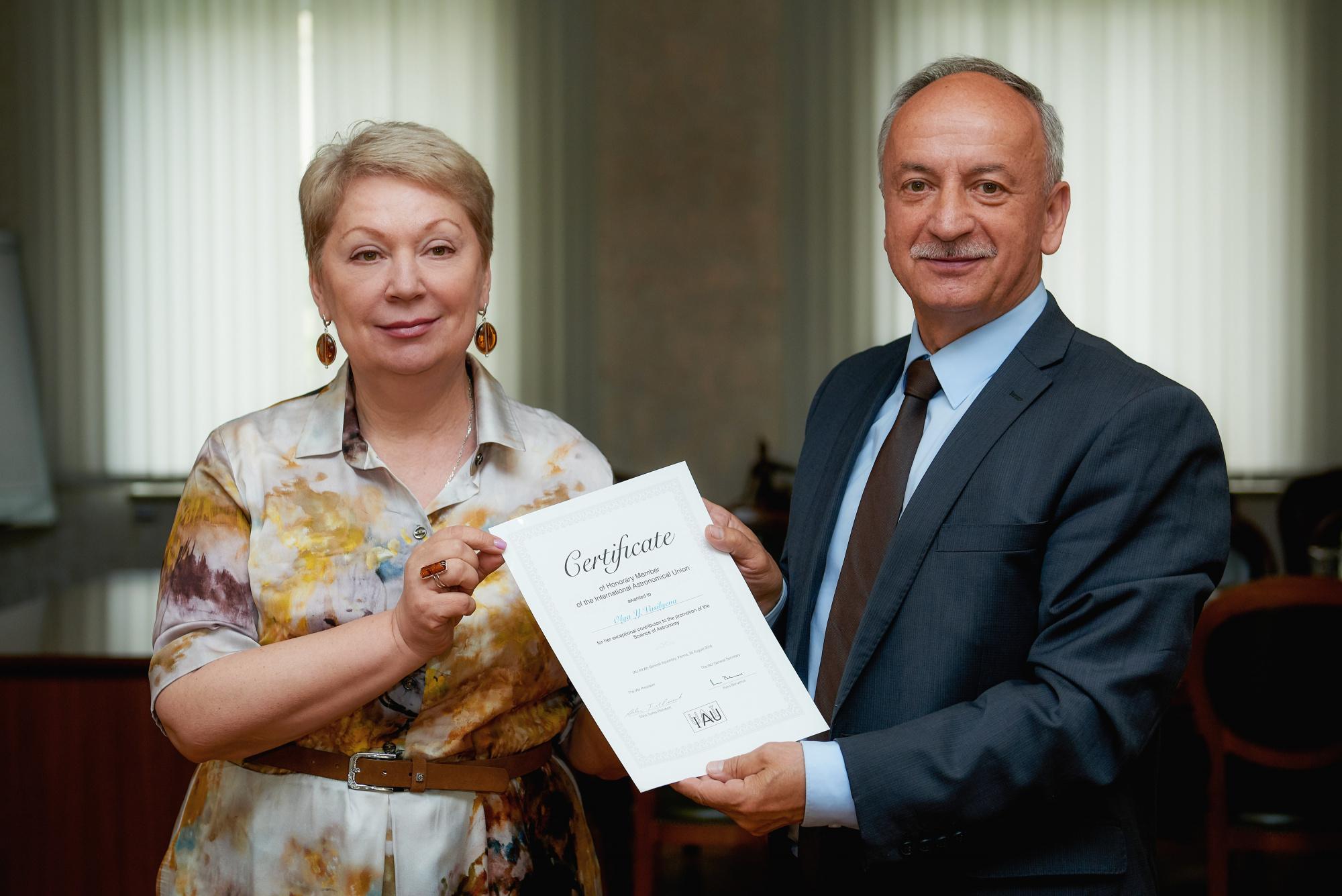Главе Минпросвещения России вручили свидетельство почётного члена интернационального астрономического со