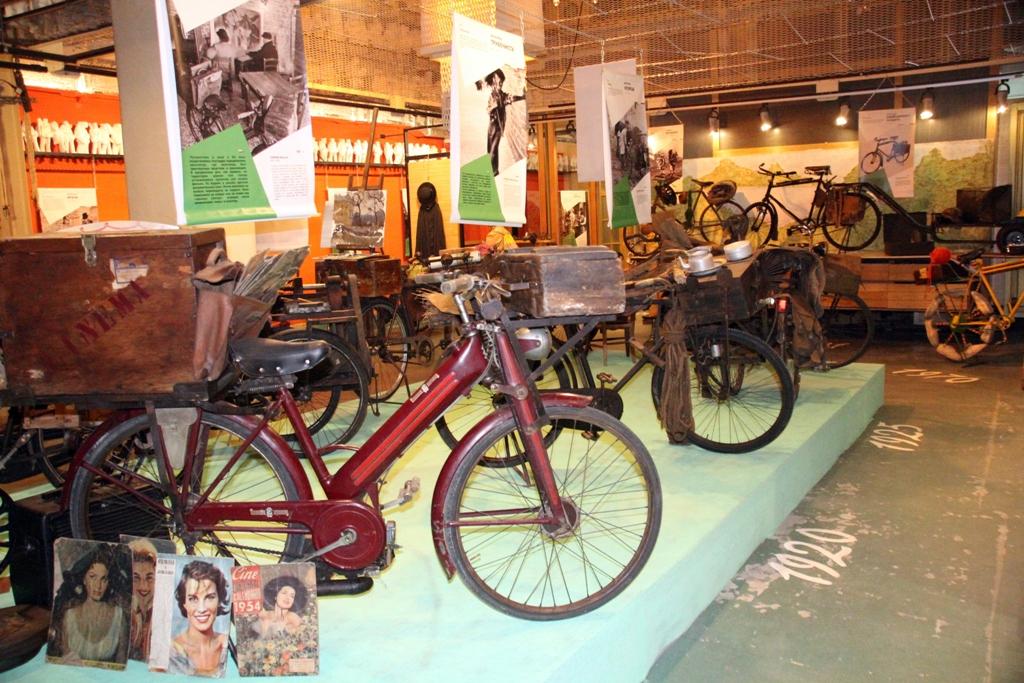 Экспозиция старинных велосипедов открылась в столице России