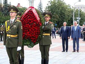 Руководители Парламентского Собрания Союза Беларуси и России возложили венки к Монументу Победы