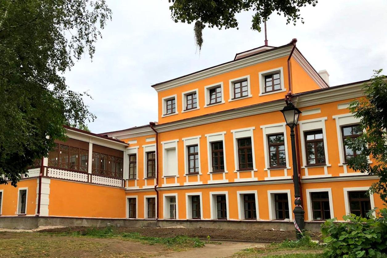 """Фасады """" Дома руководителя """" во Пскове отреставрировали к интернациональным Ганзейским дням Нового времени"""