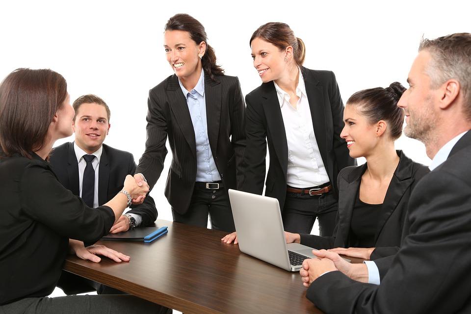Куда пойти работать - в частную фирму или в госучреждение