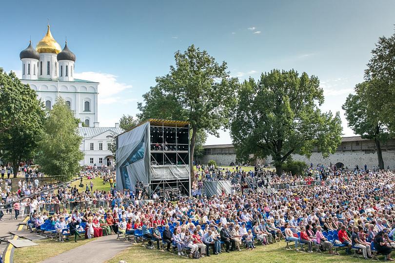 Торжественная мероприятие закрытия 39-ых Международных Ганзейских дней Нового времени и передача флага