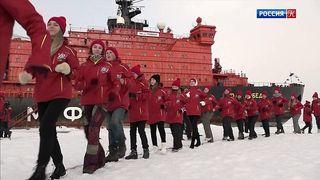 """Ледокол """"50 лет Победы"""" со школьниками вернулся из рейса к Северному полюсу"""