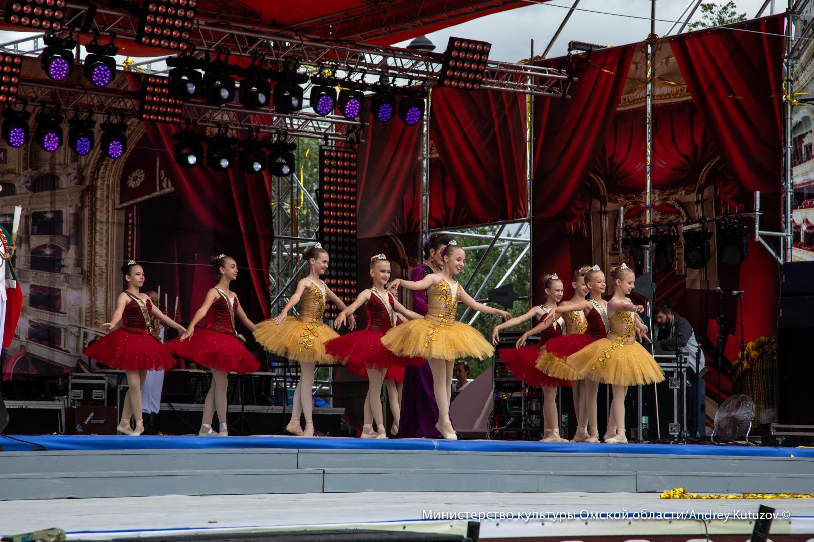 В Омске День города и Экспозицию посвятили Году театра