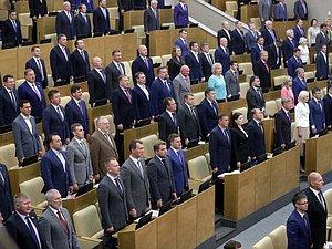 Руководители фракций выступили на открытии осенней сессии ГД