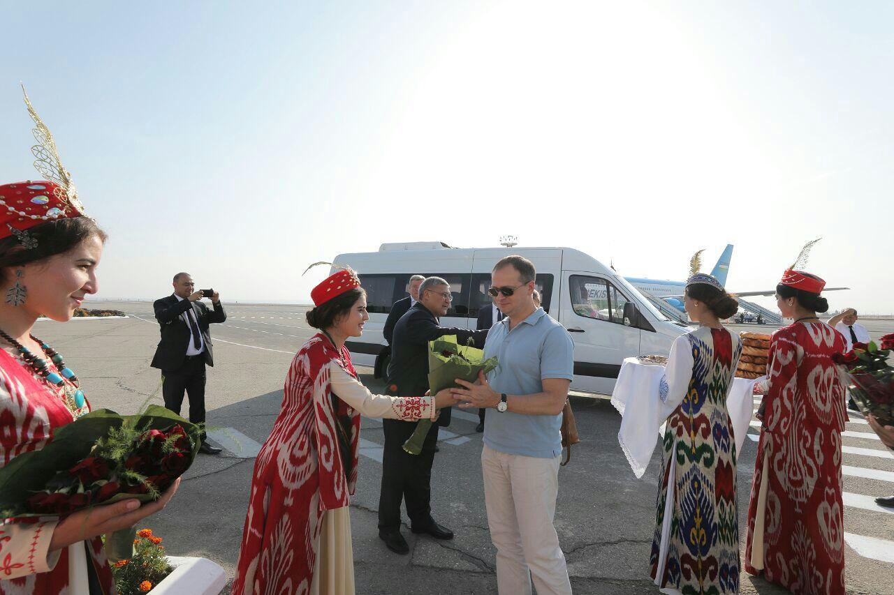 Глава министерства культуры РФ Владимир Мединский размещается с рабочим визитом в Республике Узбекистан