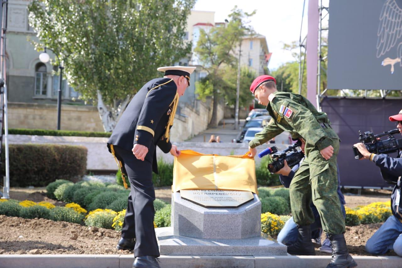 Владимир Мединский принял участие в закладке камня герою русско-персидских войн Петру Котляревскому