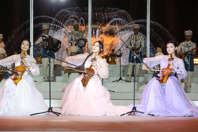 Дни культуры Казахстана в РФ открылись гала-концертом на ВДНХ