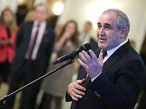 Сергей Неверов предлагает публиковать депутатские запросы