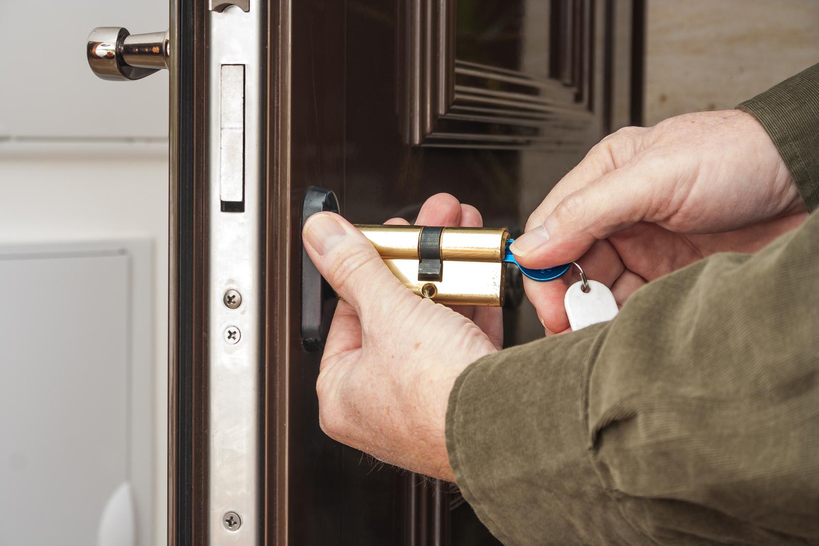 Установка и обслуживание двери