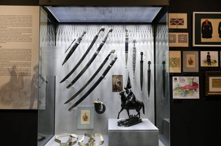 """В День защитника Отечества мужчины смогут бесплатно посетить Экспозицию """" Империя и Кавказ. Оружие, обм"""