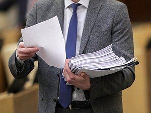 Проект закона о новом размере выплат по больничному листу внесли в ГД