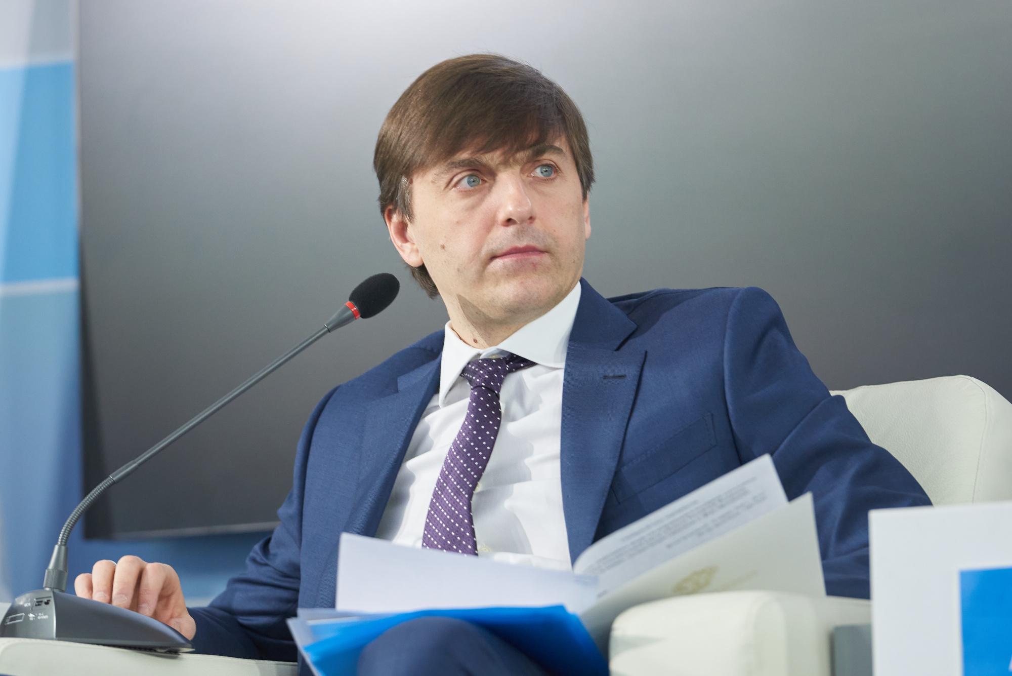 Глава министерства просвещения Сергей Кравцов засвидетельствовал свое почтение выпускников с началом нового этапа в жизни