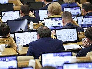 Утвержден запрет принимать народных избранников в члены общественных палат