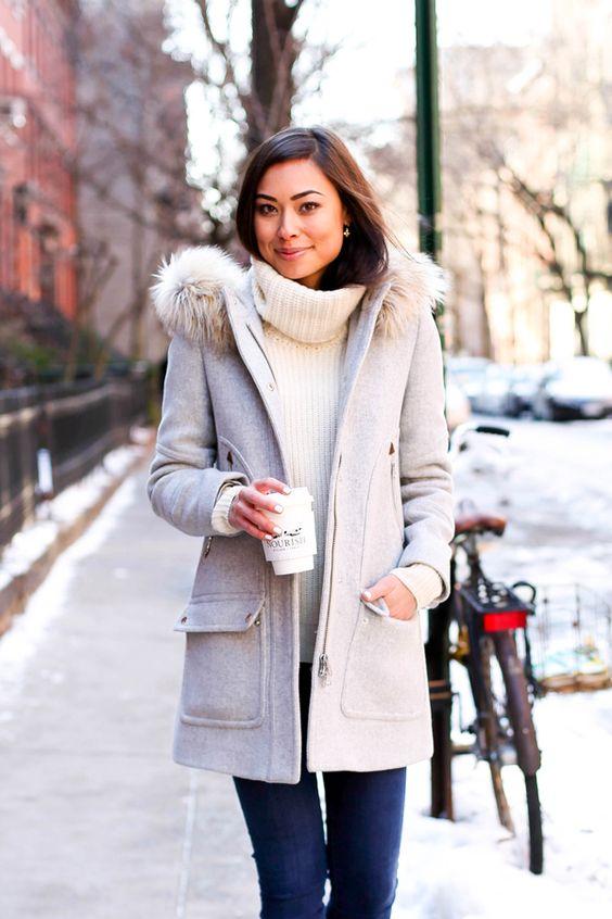 Женское пальто с капющоном и мехом
