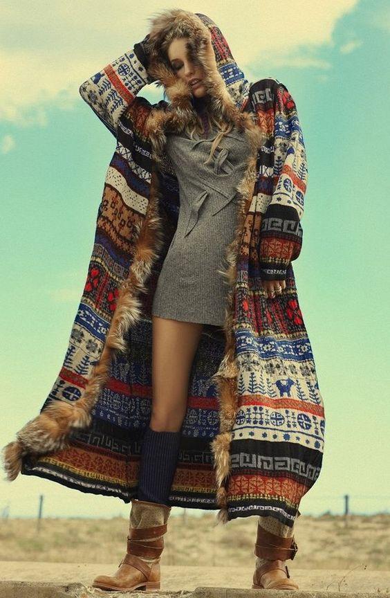 Пальто с капюшоном меховым