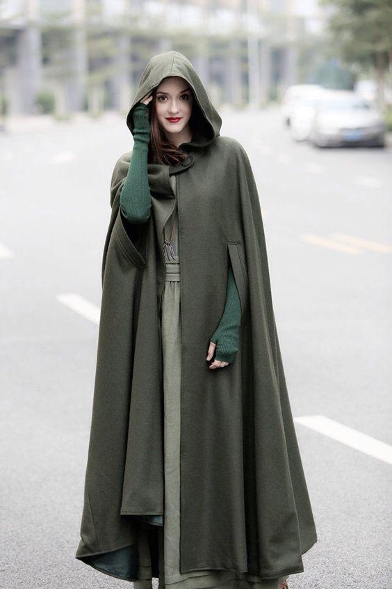 Пальто с капюшоном демисезонное