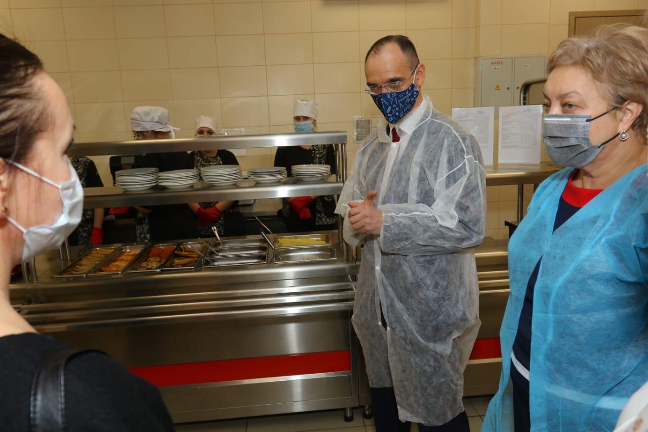 Школы Псковской области поделились опытом обеспечения школьников горячим питанием