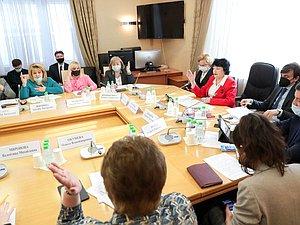 Комитет по проблемам семьи, женщин и детей встретился с Министром просвещения