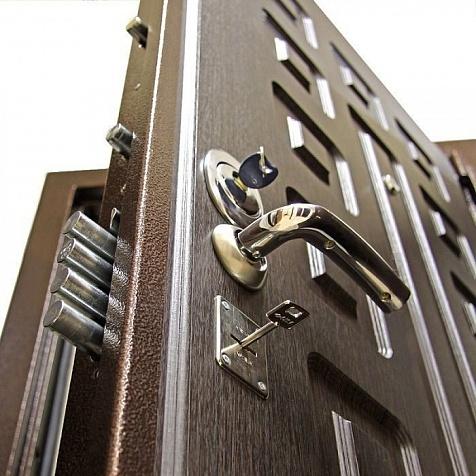 Как эффективно поменять замок в металлической двери максимально срочно?