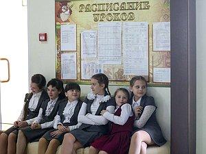 Поддержаны поправки о зачислении в одну школу братьев и сестер независимо от их прописки