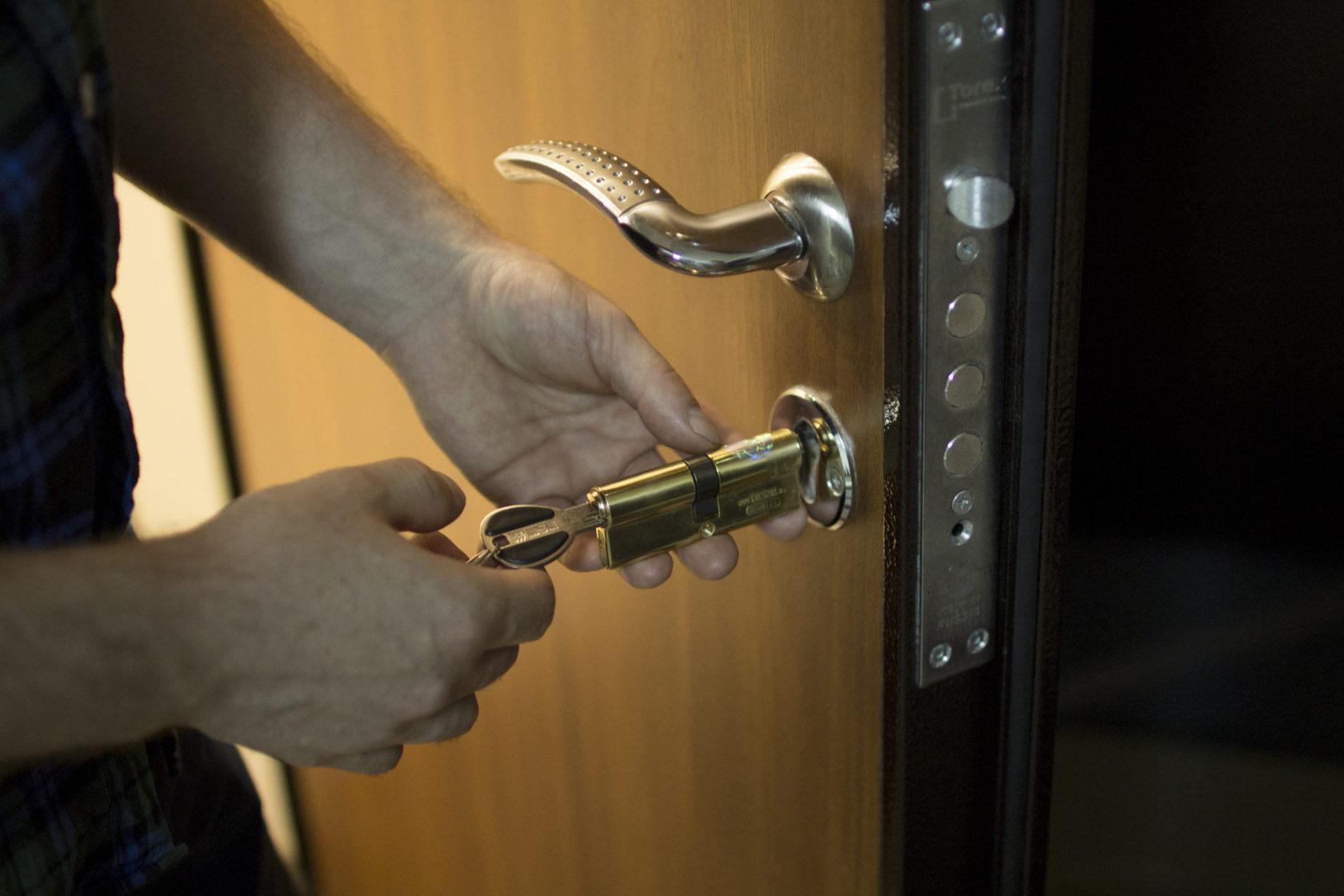 ручка антипаника металлическая дверь