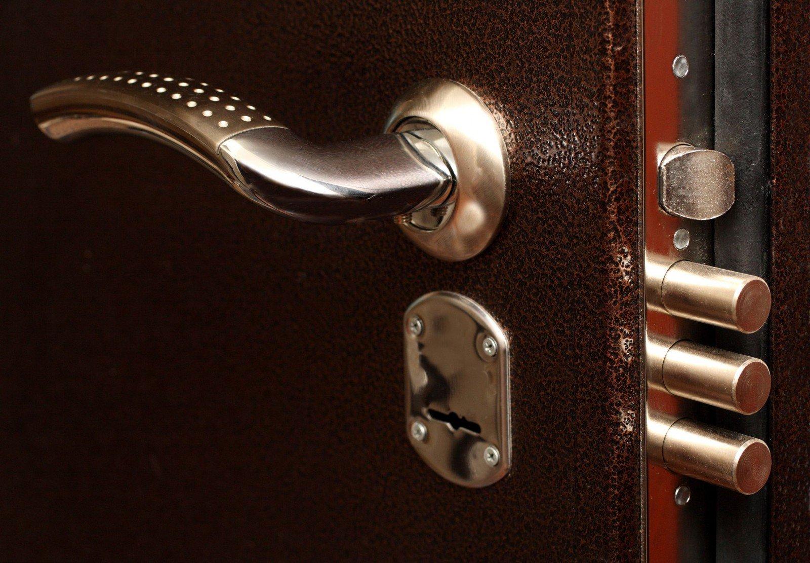 замена дверного замка с выездом