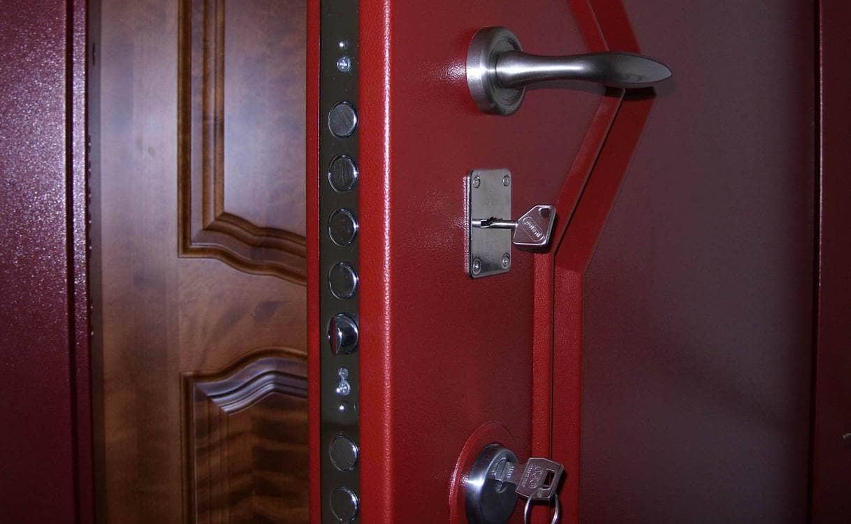 смена сувальдного замка в железной двери входной в квартиру