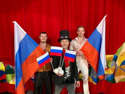 Артисты Росгосцирка поддержали олимпийцев флешмобом