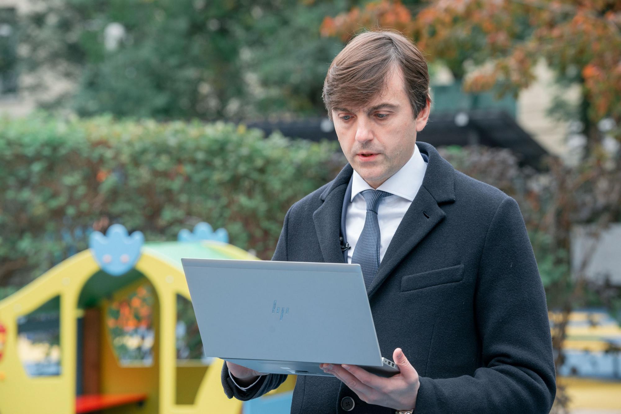 Глава министерства просвещения Сергей Кравцов принял участие в электронном голосовании