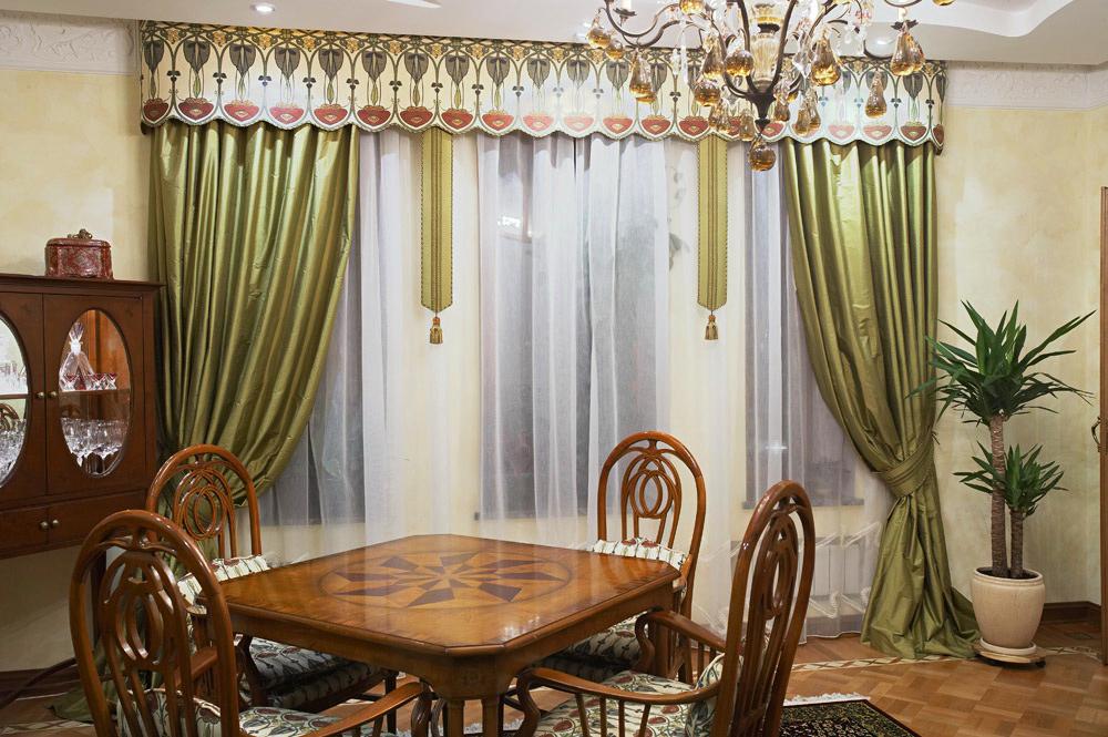 Комплект штор в гостиной